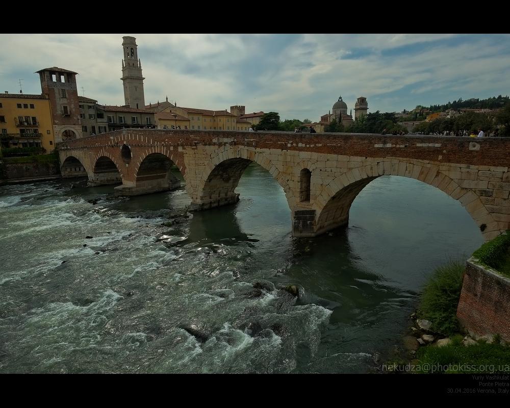 Мост Понте Пиетра в Вероне