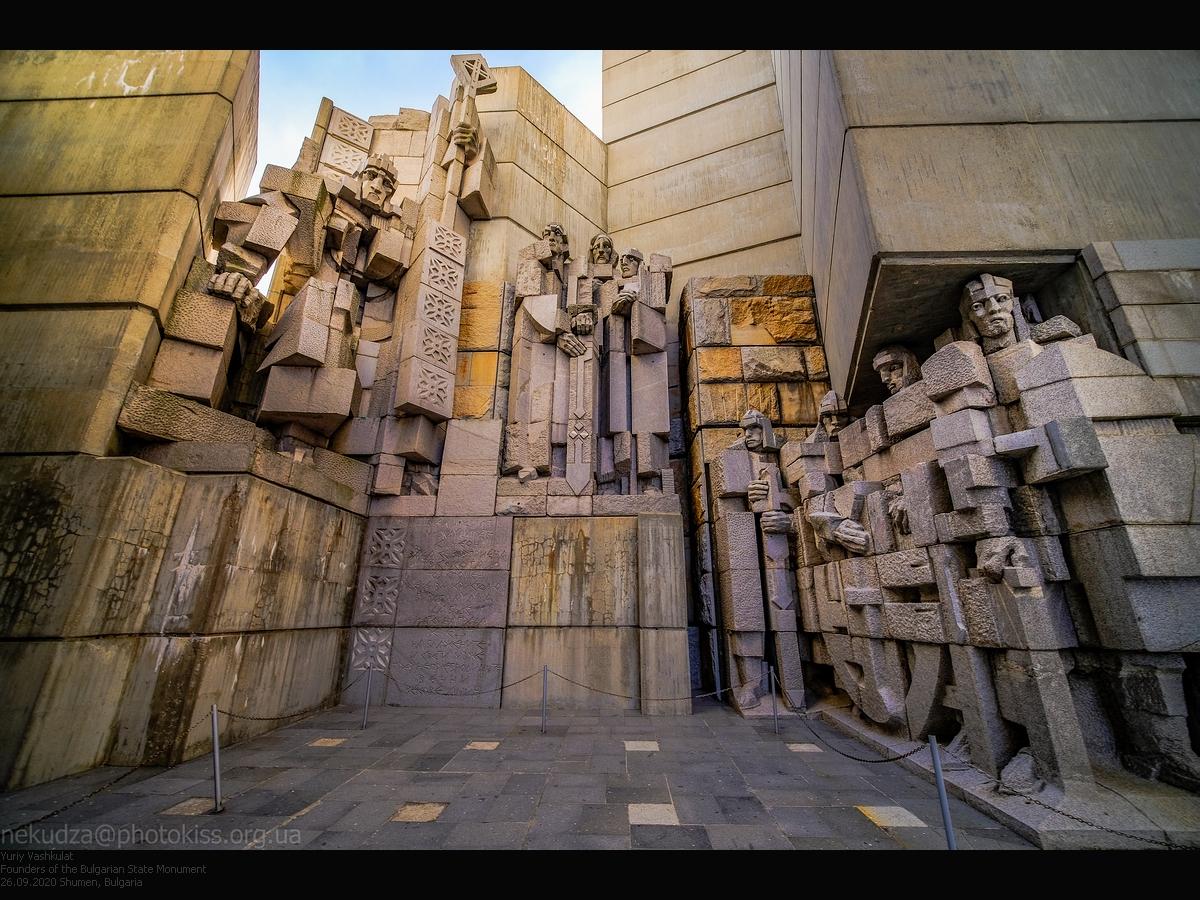 Достопримечательности Болгарии: монумент основателям Болгарии