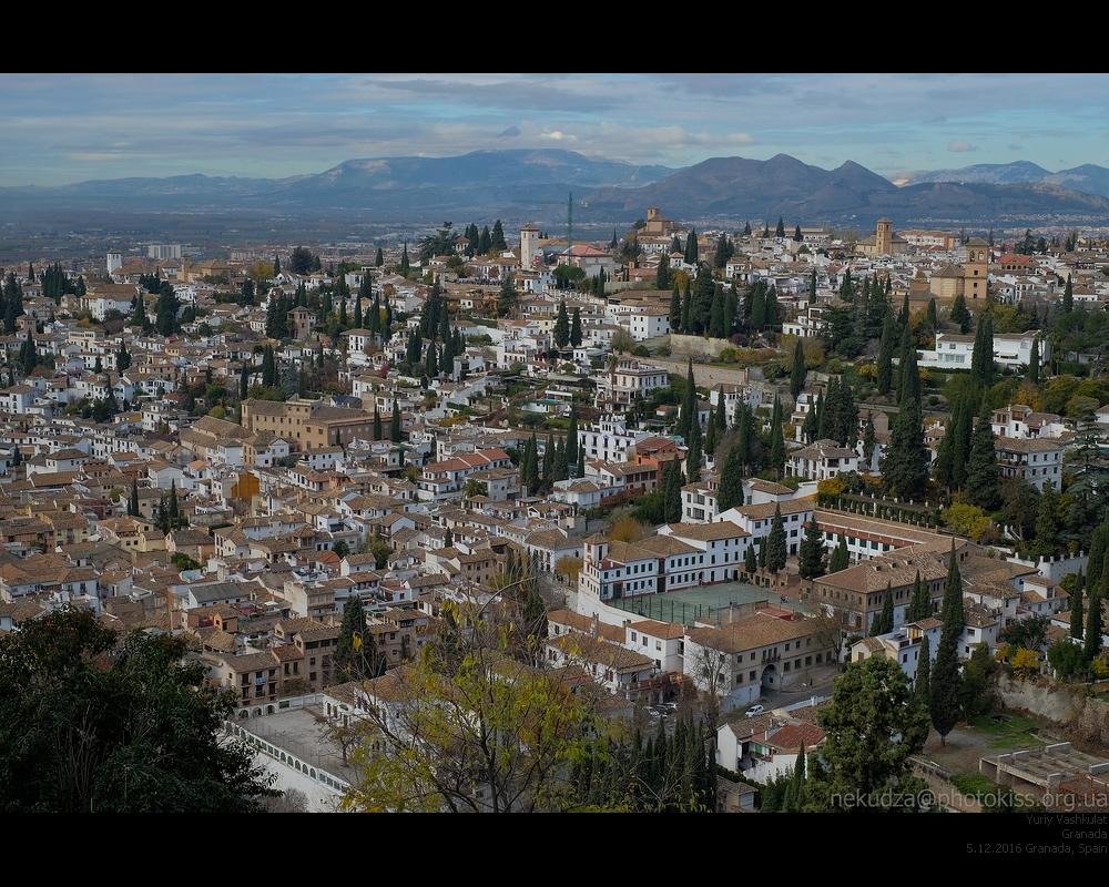 Вид на Альбайсин с Альгамбры