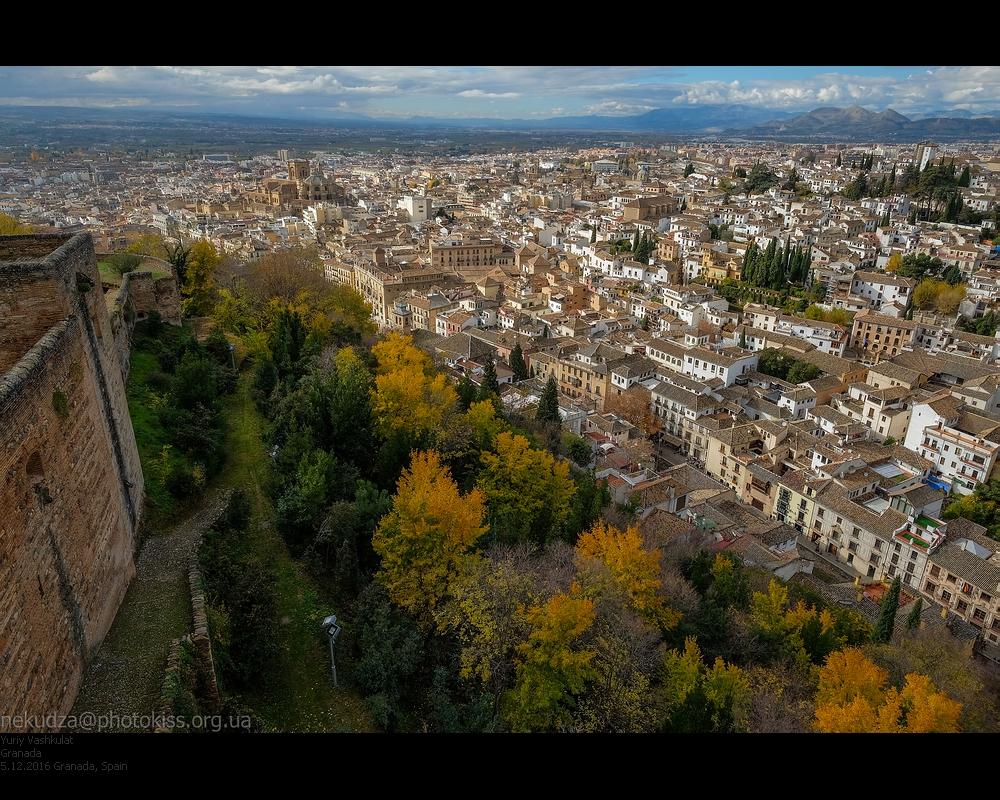 Вид с Оружейной башни Альгамбры